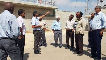 وفد من المهندسين الزراعيين والمزارعين الفلسطينيين يحل ضيفا على هيئة مياه رهط.